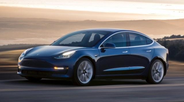 Усложнили жизнь угонщикам: Tesla обновила прошивку Model 3