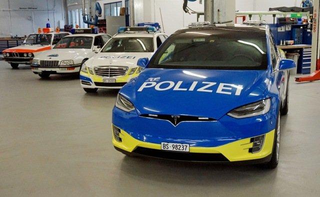 В Швейцарии копы будут ловить нарушителей на новеньких Tesla Model X