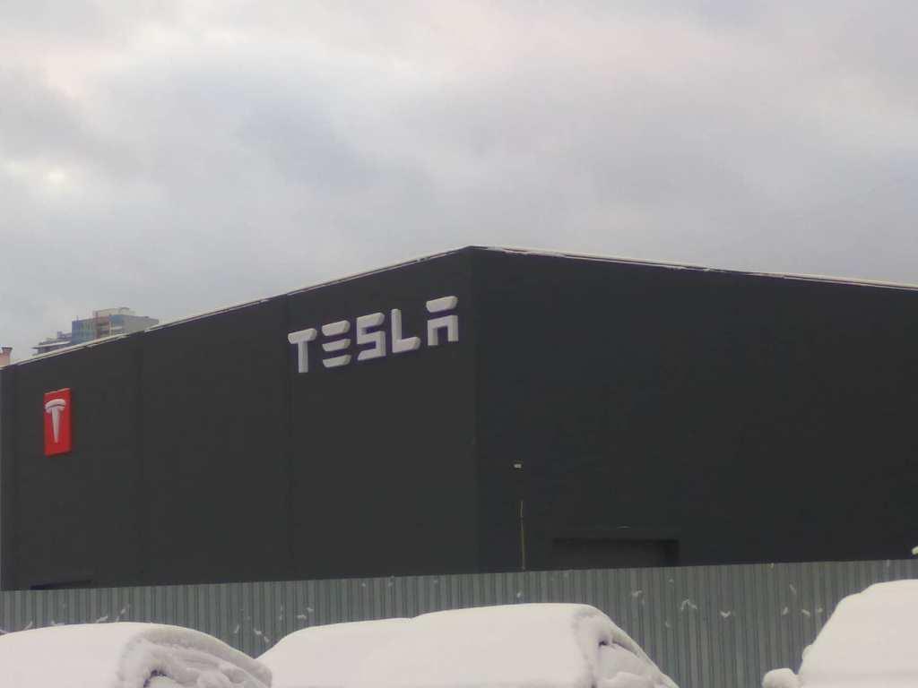 Таинственное здание в Киеве с логотипом Tesla вызвало бурю обсуждений в сети