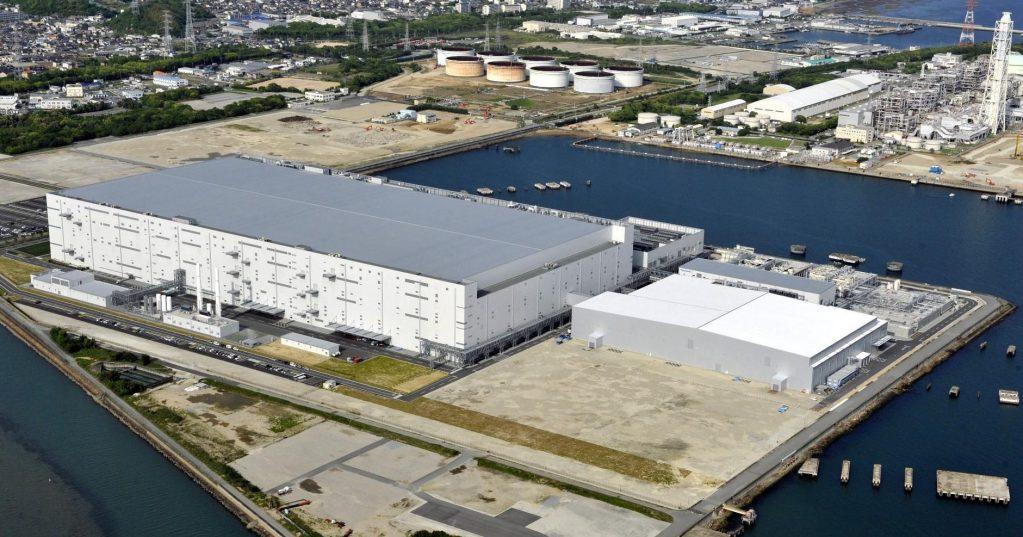 Спрос растет: Panasonic почти вдвое увеличит производство батарей для электромобилей
