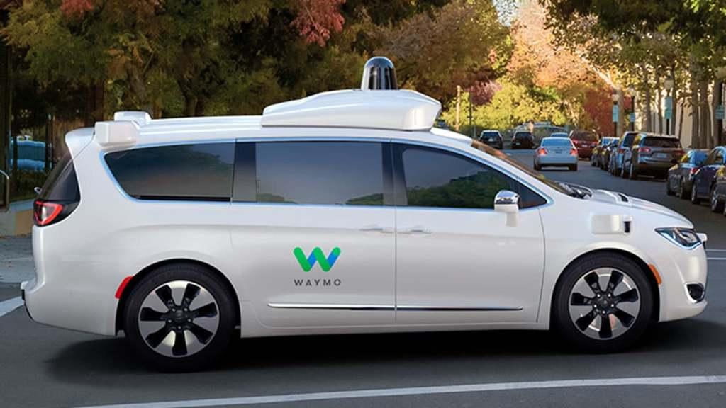 Водитель больше не нужен: беспилотные такси Waymo готовы перевозить первых пассажиров
