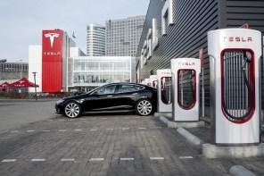 Илон Маск подтвердил: Tesla установит зарядные станции Supercharger в Киеве в 2019 году