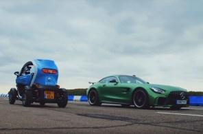 Это нужно видеть: Renault Twizy погонялся на треке с Mercedes-AMG GT R