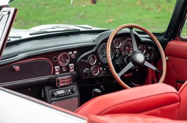В Aston Martin показали, как переделать в электромобиль любое авто: начали с классики
