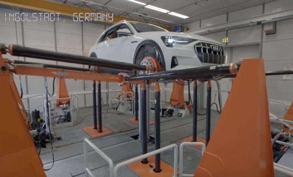 """5 лет за 40 минут: Audi показала на видео, как """"рождается"""" электромобиль e-Tron"""