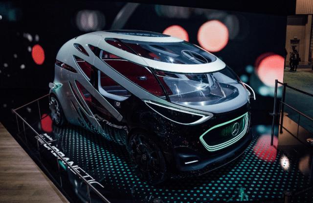 Фургон-робот вместо такси: в Mercedes показали, как выглядят перспективы автономного вождения