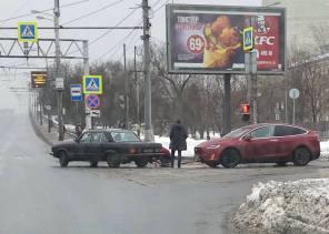 """Фото дня: Tesla на ГАЗу, или зачем электромобилю """"Волга"""""""