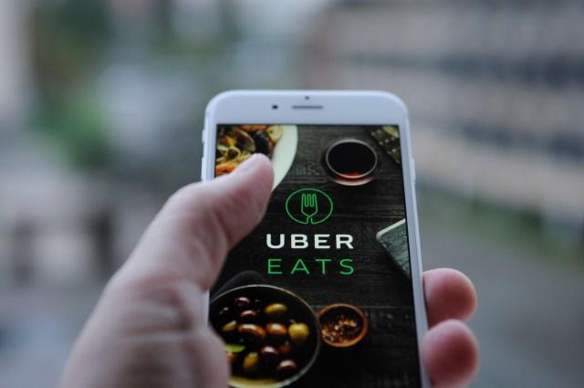 Uber Eats начинает работу в Киеве: промокод на бесплатную доставку