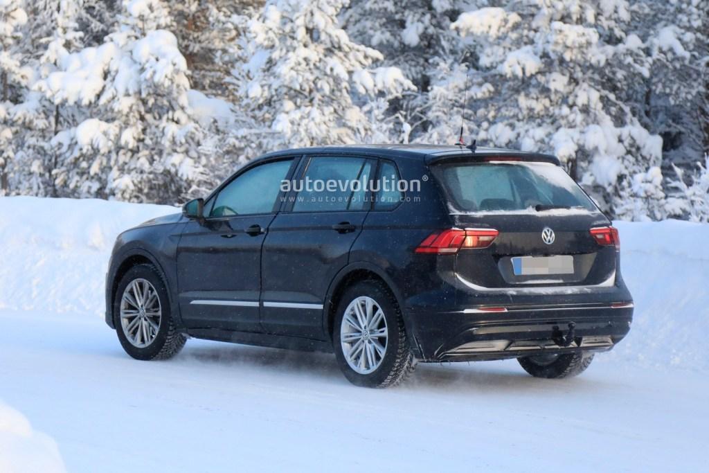 Фотошпионам удалось заснять сразу две электроновинки от Peugeot и Volkswagen