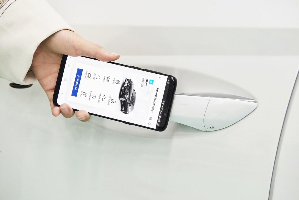 Открытие смартфоном: Hyundai разработала «цифровой ключ» для автомобилей