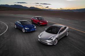 """""""Автоидиот"""" вместо автопилота: Владелец Tesla обнаружил в электромобиле новую функцию"""