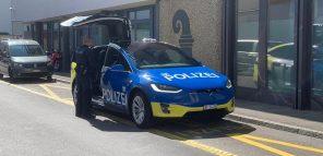 Полицейские Базеля пересели на новенькие электромобили Tesla Model X