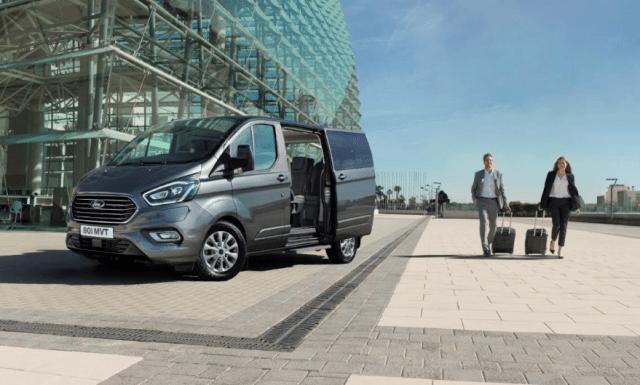 Ford представил первый в своем классе подзаряжаемый пассажирский фургон Tourneo