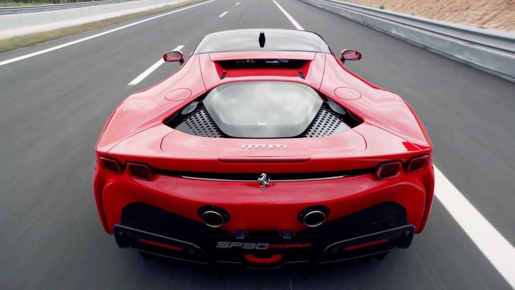 Первый гибрид марки Ferrari SF90 Stradale представлен официально