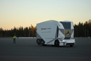 Беспилотный электрогрузовик Einride T-Pod начал работать в доставке