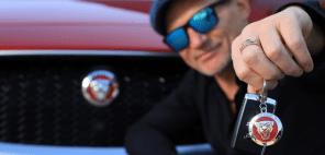 Олег Скрипка стал владельцем электромобиля Jaguar i-Pace