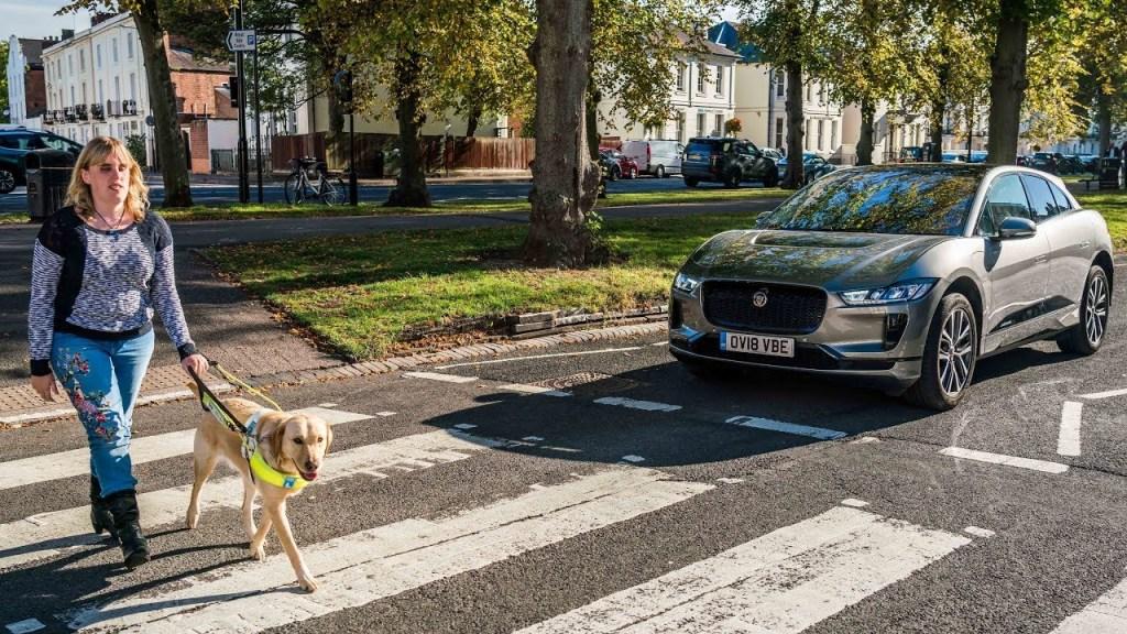 ЕС ужесточил правила передвижения электромобилей и обязал их издавать звуки