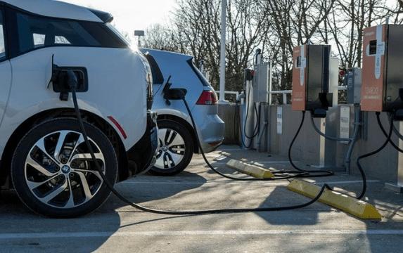 Только электромобили: Ирландия запретит к продаже новые автомобили с ДВС с 2030 года