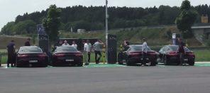 Электромобили Porsche Taycan и Volvo Polestar 2 замечены на электрозаправке без камуфляжа: видео