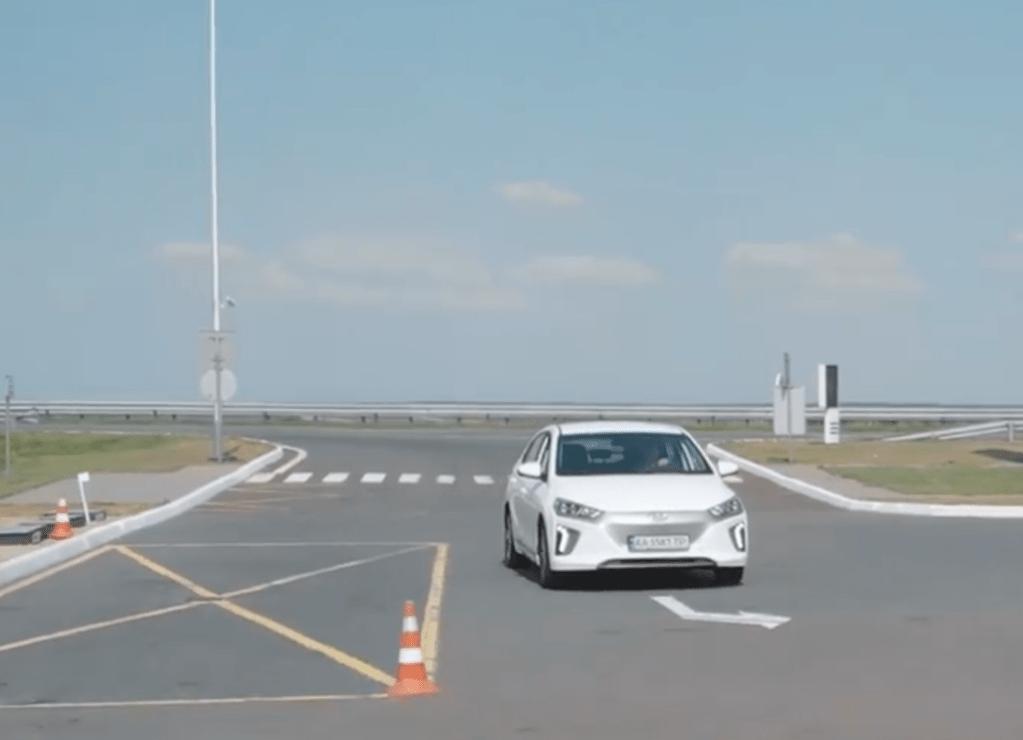 Видео дня: как доехать на электромобиле из Киева в Одессу за 7 часов