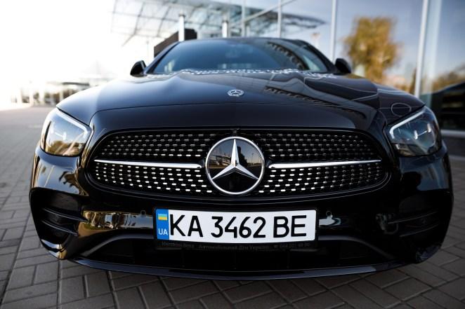 Вперше - з гібридною версією: в Україні стартували продажі оновленого Mercedes E-Class. Характеристики і ціни