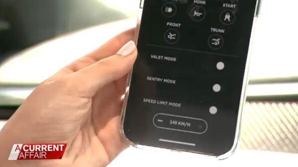 Гальмувала і сигналила: австралійка за допомогою смартфона примусила автокрадіїв покинути її Tesla на узбіччі