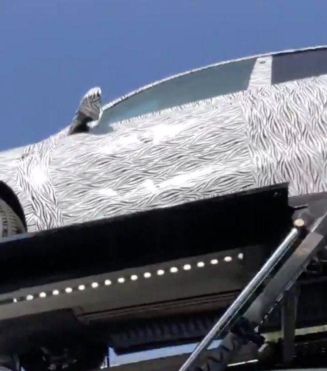 В США показали на відео невідомий електромобіль Tesla в щільному камуфляжі