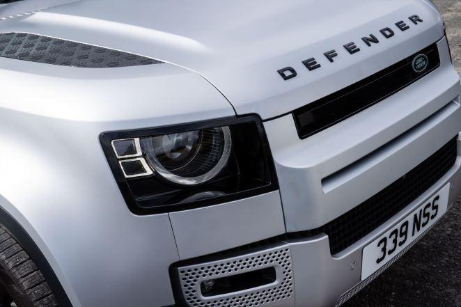 3,3 л/100 км: Land Rover Defender отримав нові двигуни та плагін-гібридну версію