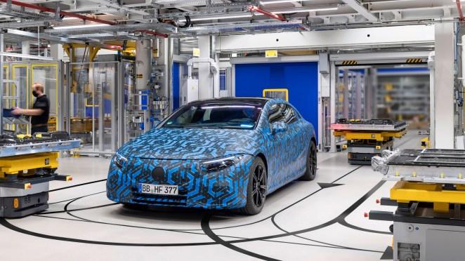 Mercedes розсекретив 2-річний план виробництва електромобілів: буде випущено 8 моделей