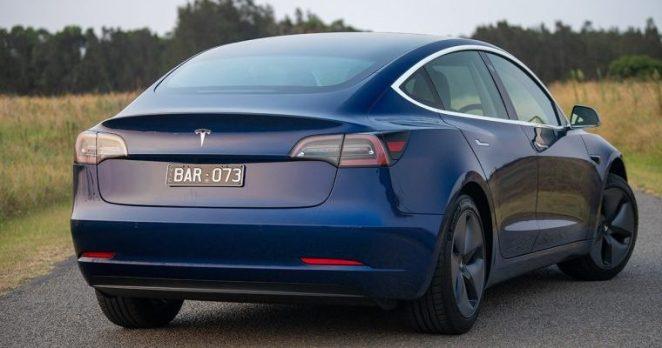Tesla модернізує фари Model 3 та Model Y: стару і нову версії оптики порівняли на відео