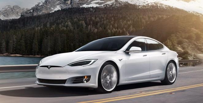 Tesla оголосила про масовий відклик електромобілів: 158 тисяч авто мають браковані дисплеї