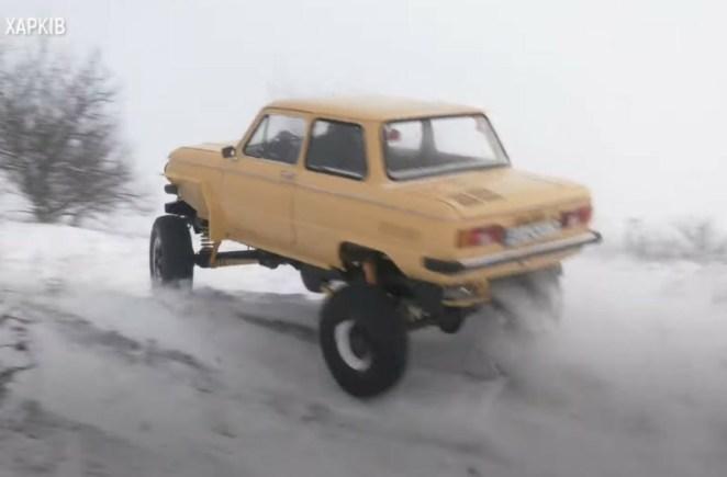 Відео дня: в Україні побудували брутальний гібрид «Запорожця» і УАЗа за 0