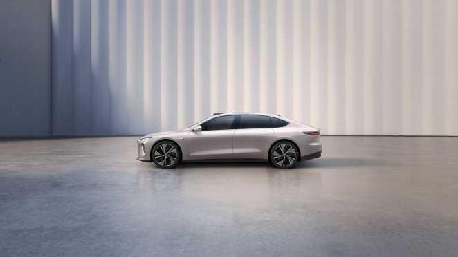 NIO ET7: китайський конкурент Tesla Model S долатиме більше 1000 км без підзарядки