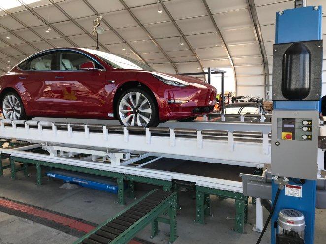 Tesla відкриє власну мережу станцій відновлення електромобілів після ДТП