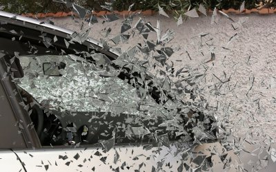 When To Repair and When To Replace The Windshield of Your Car?