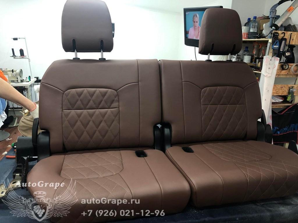 Перетяжка сидений на Toyota Land Cruiser 200