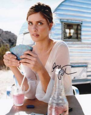 Amanda Peet in-person autographed photo
