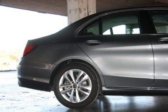 Mercedes-Benz C180 Auto 2
