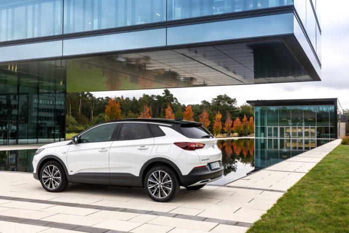 Opel Grandland X Hybrid 011