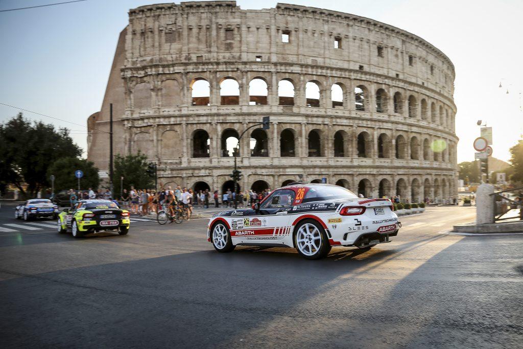 Abarth 124 Rally Sfila per le vie di Roma al Rally di Roma Capitale 2019