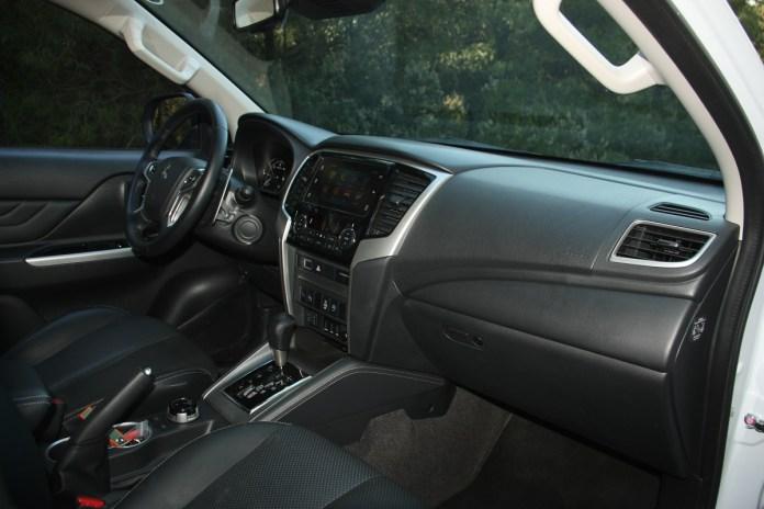Mitsubishi L200 Double Cab 2.2 D Auto 01