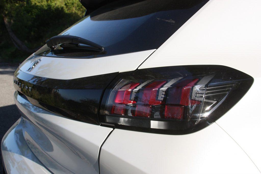 Peugeot 208 1.5 BlueHDI 100 PS autoholix 011