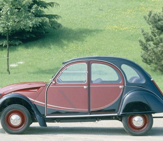 CITROEN_2CV_CHARLESTON__85.051.003_copyright_GUYOT_