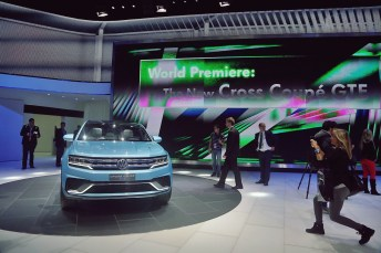 VW Cross Coupe GTE 05 NAIAS 2015