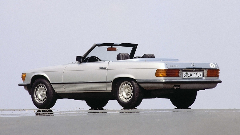 Mercedes-Benz Typ 380 SL (1980 bis 1985), Baureihe 107. Insgesamt wurde die Baureihe von 1971 bis 1989 gebaut. ; Mercedes-Benz type 380 SL (1980 – 1985) of the 107 series. Overall, the series was built from 1971 to 1989.;