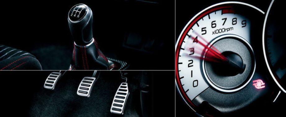 アルトワークスにはドライバーを挑発するような走りの装備が満載