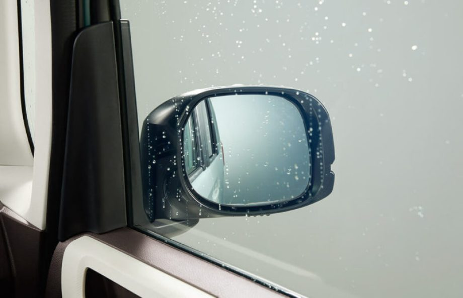 親水/ヒーテッドドアミラー+フロントドア撥水ガラス(4WD)