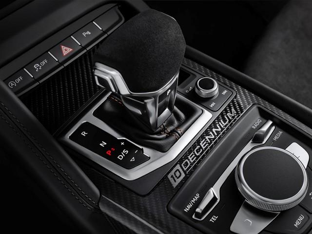 """Audi R8""""Decennium""""ロゴ"""