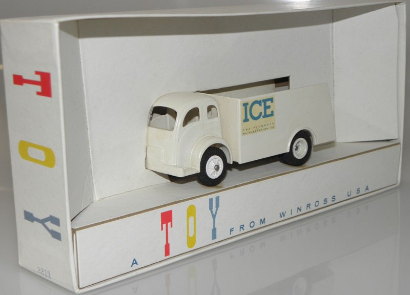 A Toy From Winross USA : Ice Truck