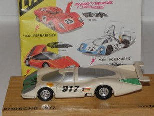 le catalogue et le prototype Dinky Toys en bois